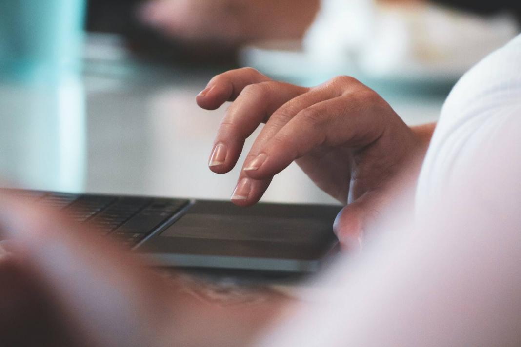 Cara Klik Kiri di MacBook dan Mac
